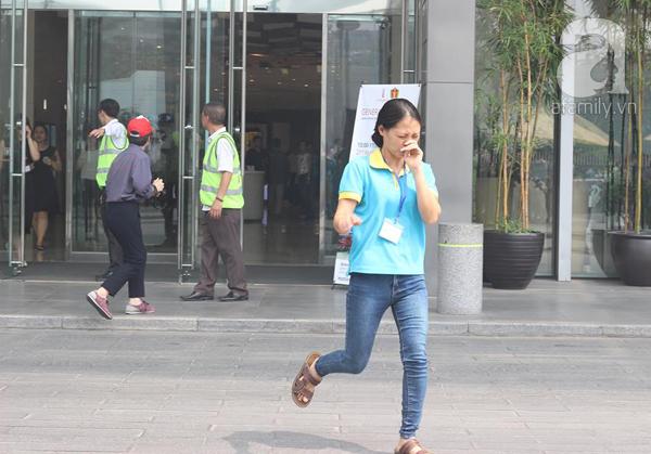 Dân văn phòng tá hỏa chạy thoát khỏi đám cháy giả định tại tòa nhà cao thứ 2 Việt Nam - Ảnh 3.