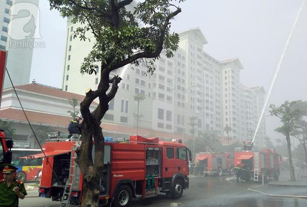 Dân văn phòng tá hỏa chạy thoát khỏi đám cháy giả định tại tòa nhà cao thứ 2 Việt Nam - Ảnh 9.