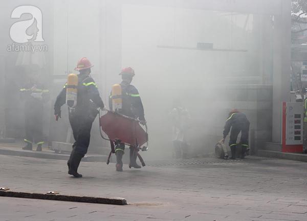 Dân văn phòng tá hỏa chạy thoát khỏi đám cháy giả định tại tòa nhà cao thứ 2 Việt Nam - Ảnh 12.