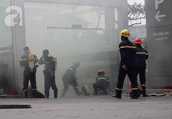 Dân văn phòng tá hỏa chạy thoát khỏi đám cháy giả định tại tòa nhà cao thứ 2 Việt Nam - Ảnh 13.