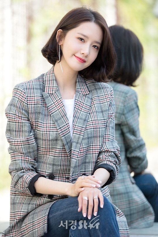 Từ khi cắt tóc ngắn, Yoona mặc đồ điệu đà cũng đẹp mà cá tính cũng xinh - Ảnh 17.