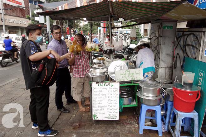 Chiều mát rượi đi ăn chè 22 món, nghe cô Lộc kể chuyện hơn 40 năm giữ xe chè chỉ để... trả ơn Sài Gòn - Ảnh 12.