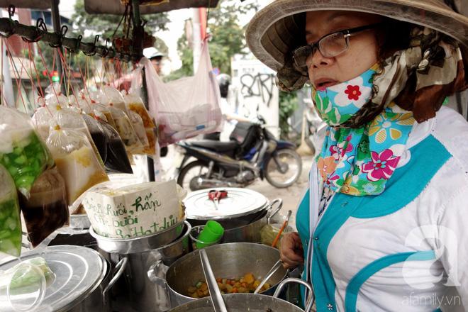 Chiều mát rượi đi ăn chè 22 món, nghe cô Lộc kể chuyện hơn 40 năm giữ xe chè chỉ để... trả ơn Sài Gòn - Ảnh 5.