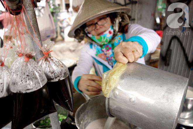 Chiều mát rượi đi ăn chè 22 món, nghe cô Lộc kể chuyện hơn 40 năm giữ xe chè chỉ để... trả ơn Sài Gòn - Ảnh 6.