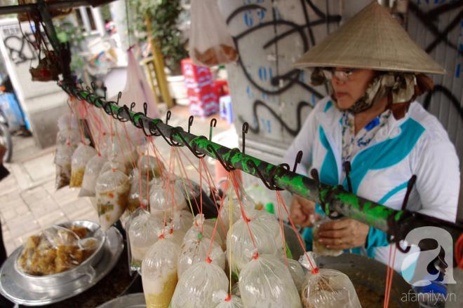 Chiều mát rượi đi ăn chè 22 món, nghe cô Lộc kể chuyện hơn 40 năm giữ xe chè chỉ để... trả ơn Sài Gòn - Ảnh 11.