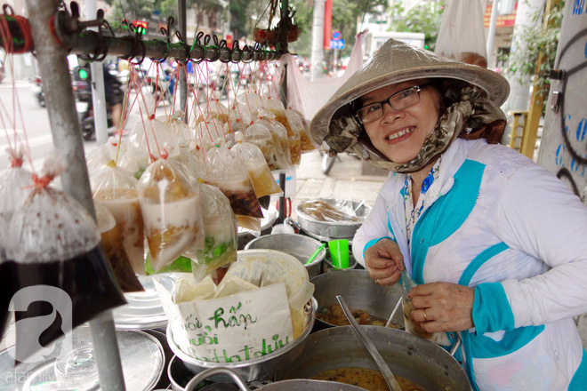 Chiều mát rượi đi ăn chè 22 món, nghe cô Lộc kể chuyện hơn 40 năm giữ xe chè chỉ để... trả ơn Sài Gòn - Ảnh 16.