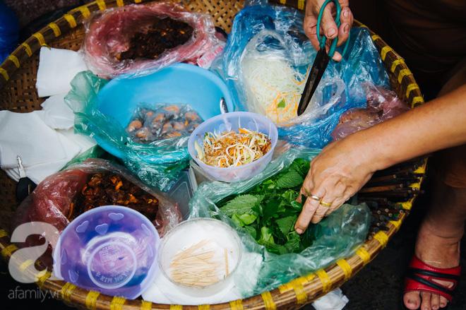 Hàng nộm bò khô không tên phố Gầm Cầu khiến người Hà Nội nghiện suốt 30 năm - Ảnh 3.