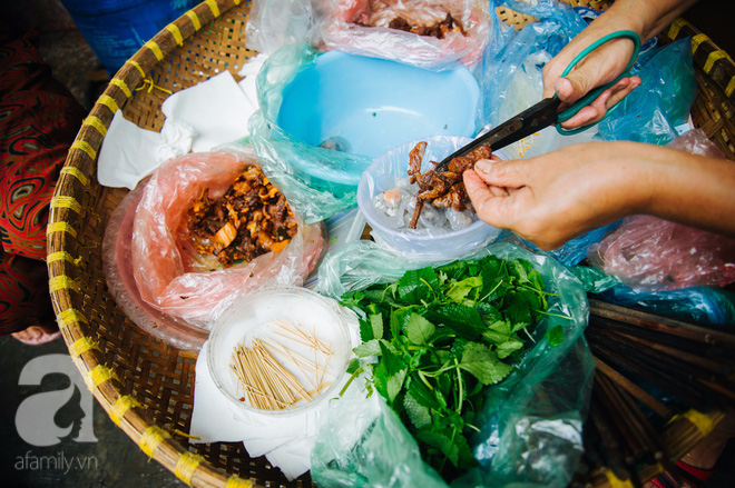 Hàng nộm bò khô không tên phố Gầm Cầu khiến người Hà Nội nghiện suốt 30 năm - Ảnh 4.