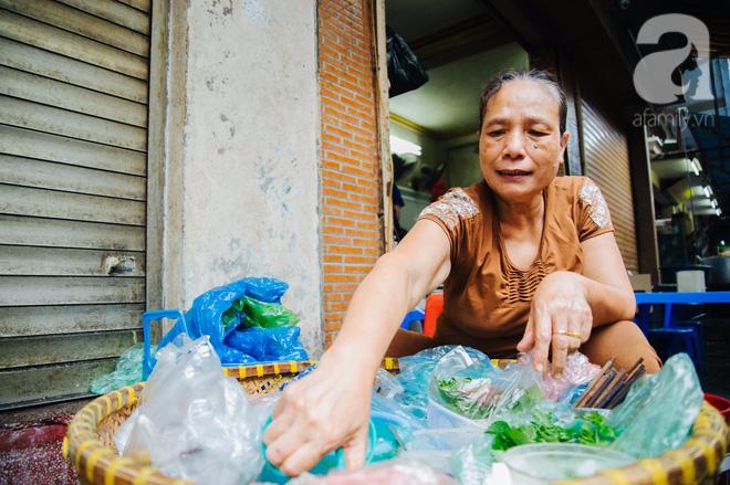 Hàng nộm bò khô không tên phố Gầm Cầu khiến người Hà Nội nghiện suốt 30 năm - Ảnh 2.