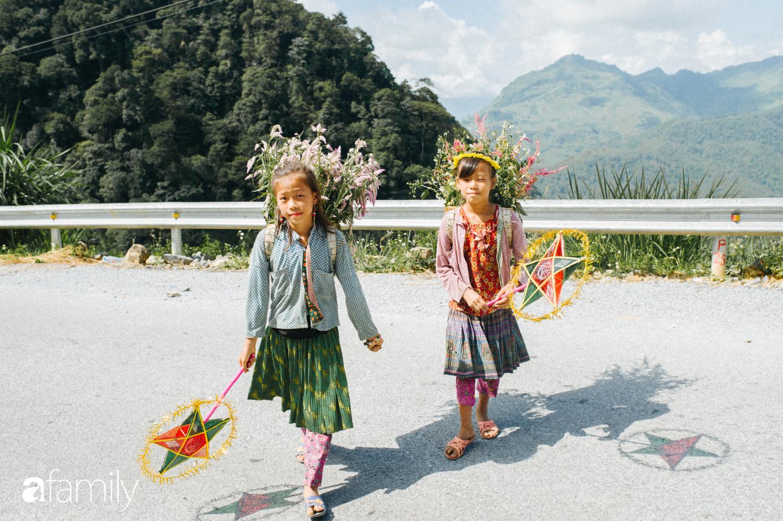 Mang Tết Trung Thu cho những đứa trẻ vùng cao nguyên đá, chúng tôi đổi lấy được nụ cười giòn và tươi như nắng - Ảnh 17.