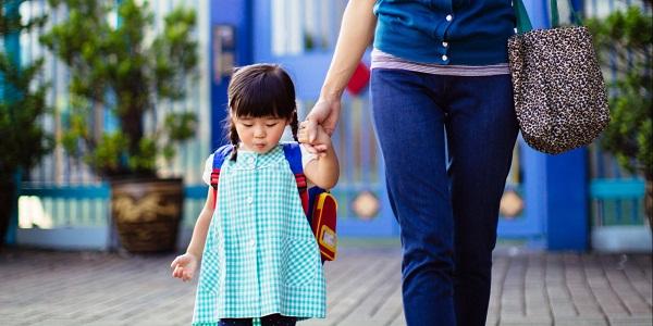 Nếu bố mẹ biết 10 điều này, con lần đầu đi học mẫu giáo sẽ không bao giờ khóc lóc