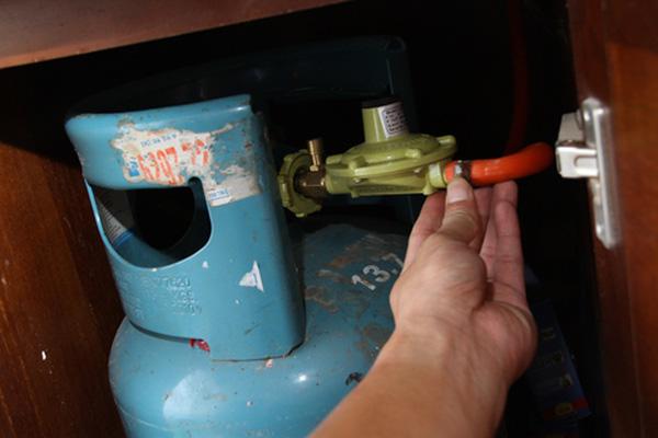 Không muốn nhà cháy trụi thì dùng bếp gas phải thuộc lòng 8 nguyên tắc sống còn - Ảnh 1.