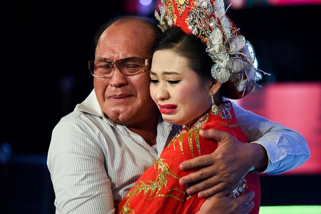 Lê Giang bị chỉ trích vì tố chồng cũ bạo hành, Lê Lộc lên tiếng: Đừng lên án ba mẹ tôi nữa! - Ảnh 4.
