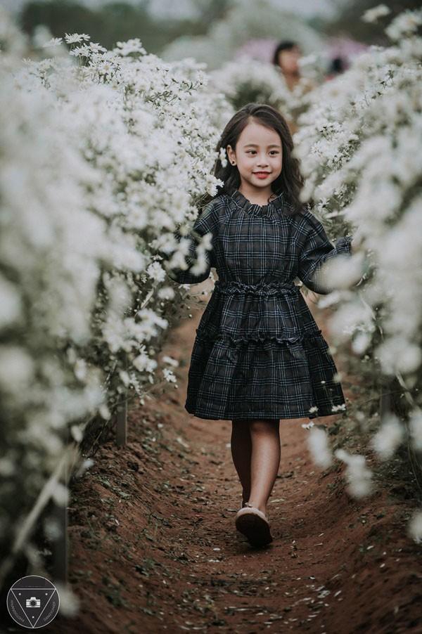 """""""Tiểu Chi Pu"""" khiến cư dân mạng sôi sùng sục với bộ ảnh chụp cùng cúc họa mi được đánh giá là đẹp nhất mùa - Ảnh 19."""