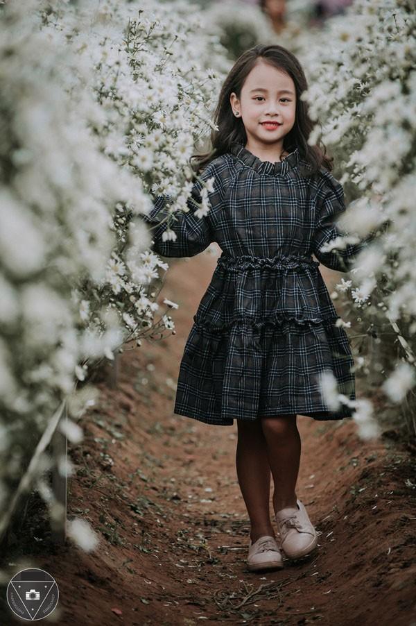"""""""Tiểu Chi Pu"""" khiến cư dân mạng sôi sùng sục với bộ ảnh chụp cùng cúc họa mi được đánh giá là đẹp nhất mùa - Ảnh 20."""