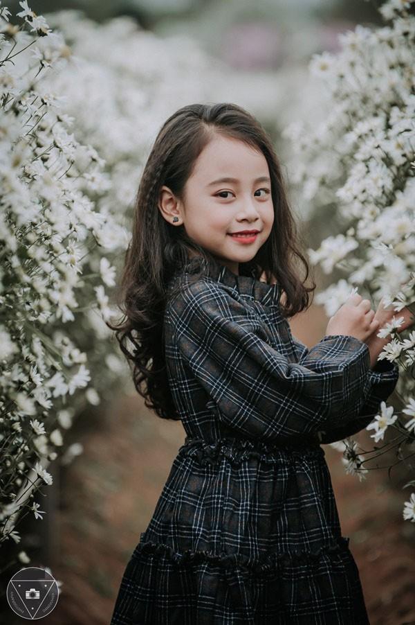 """""""Tiểu Chi Pu"""" khiến cư dân mạng sôi sùng sục với bộ ảnh chụp cùng cúc họa mi được đánh giá là đẹp nhất mùa - Ảnh 21."""