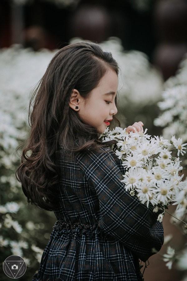 """""""Tiểu Chi Pu"""" khiến cư dân mạng sôi sùng sục với bộ ảnh chụp cùng cúc họa mi được đánh giá là đẹp nhất mùa - Ảnh 22."""