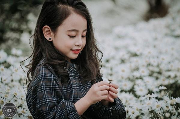"""""""Tiểu Chi Pu"""" khiến cư dân mạng sôi sùng sục với bộ ảnh chụp cùng cúc họa mi được đánh giá là đẹp nhất mùa - Ảnh 23."""