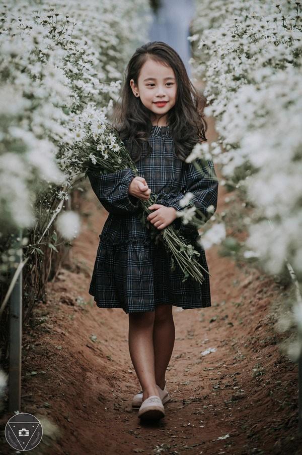 """""""Tiểu Chi Pu"""" khiến cư dân mạng sôi sùng sục với bộ ảnh chụp cùng cúc họa mi được đánh giá là đẹp nhất mùa - Ảnh 25."""