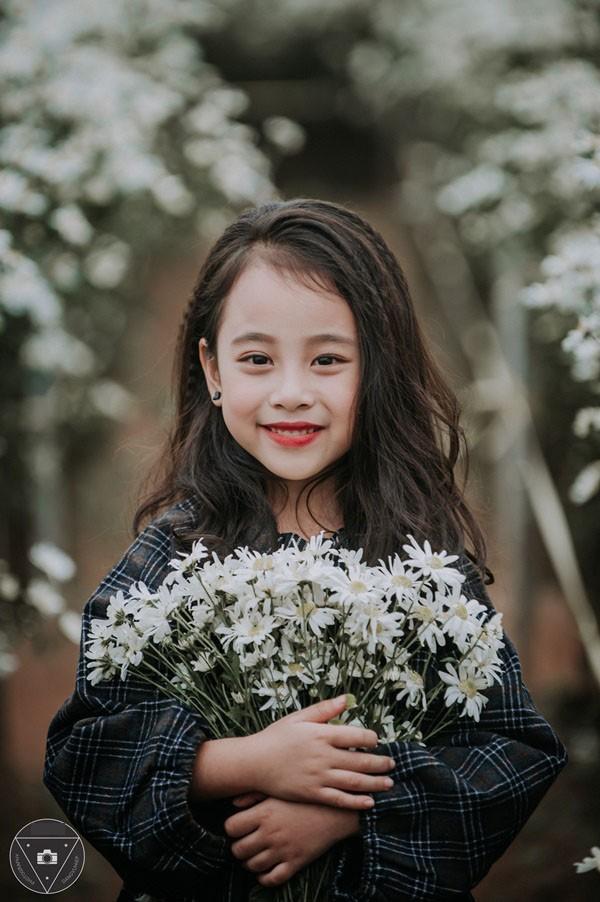"""""""Tiểu Chi Pu"""" khiến cư dân mạng sôi sùng sục với bộ ảnh chụp cùng cúc họa mi được đánh giá là đẹp nhất mùa - Ảnh 26."""