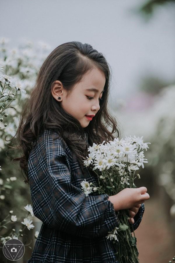"""""""Tiểu Chi Pu"""" khiến cư dân mạng sôi sùng sục với bộ ảnh chụp cùng cúc họa mi được đánh giá là đẹp nhất mùa - Ảnh 27."""