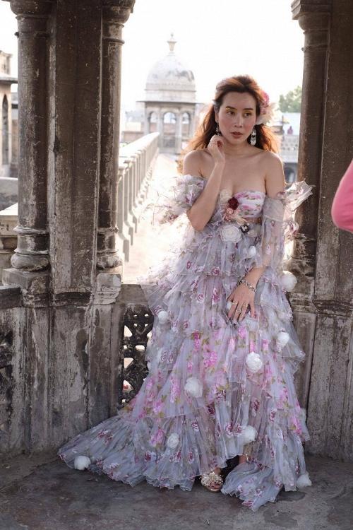 Vừa ra mắt, nhưng 2 MV ca nhạc này đã cân cả showbiz Việt về khoản đầu tư trang phục - Ảnh 14.