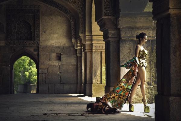 Vừa ra mắt, nhưng 2 MV ca nhạc này đã cân cả showbiz Việt về khoản đầu tư trang phục - Ảnh 26.