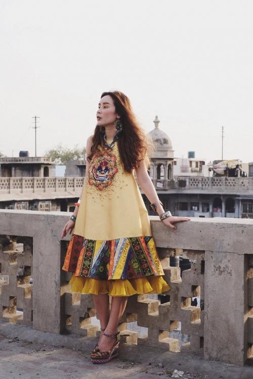 Vừa ra mắt, nhưng 2 MV ca nhạc này đã cân cả showbiz Việt về khoản đầu tư trang phục - Ảnh 11.