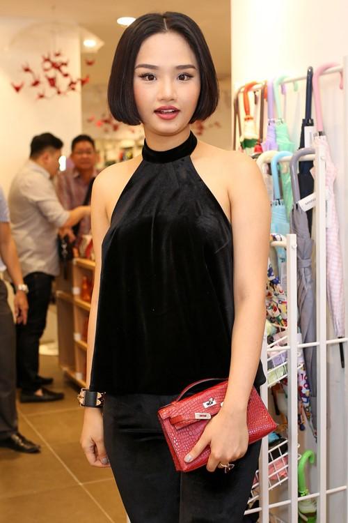 Những người đẹp Việt rất trung thành với một hãng túi hiệu - Ảnh 52.