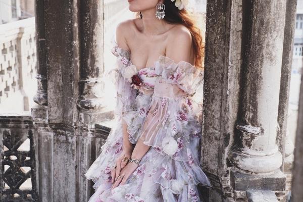 Vừa ra mắt, nhưng 2 MV ca nhạc này đã cân cả showbiz Việt về khoản đầu tư trang phục - Ảnh 15.