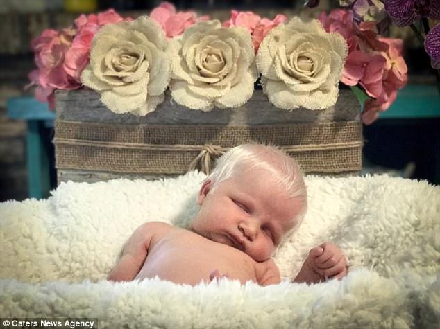 Em bé vừa chào đời đã có mái tóc bạc trắng như tuyết, làm náo loạn mạng xã hội - Ảnh 6.
