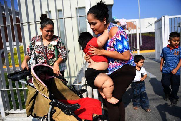 Con 10 tháng nặng 28kg, mẹ đinh ninh con hấp thụ sữa mẹ tốt mà không ngờ mắc bệnh đặc biệt - Ảnh 4.