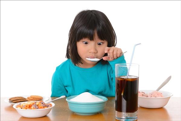 Ngộ nhận sai lầm từ những đồ bổ béo mà cha mẹ cho con ăn hàng ngày khiến trẻ dậy thì sớm - Ảnh 1.