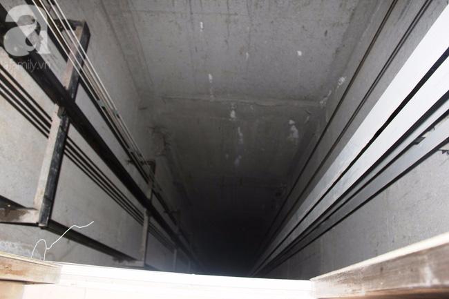 Vừa sống vừa run trong chung cư có thang máy hỏng bị rút ruột, sâu hun hút chờ nuốt người - Ảnh 6.