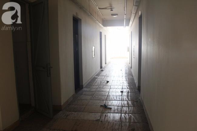 Vừa sống vừa run trong chung cư có thang máy hỏng bị rút ruột, sâu hun hút chờ nuốt người - Ảnh 11.