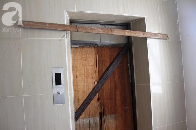 Vừa sống vừa run trong chung cư có thang máy hỏng bị rút ruột, sâu hun hút chờ nuốt người - Ảnh 3.