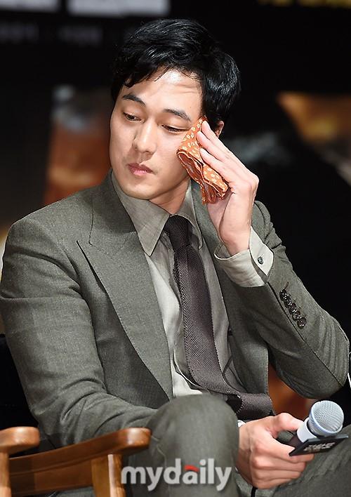 Đáng yêu thế này, bảo sao So Ji Sub - Song Joong Ki không làm fan điêu đứng - Ảnh 3.