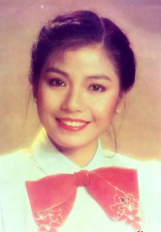 Chung Sở Hồng: Từ cô đào Hong Kong nóng bỏng giải nghệ để làm vợ đại gia đến góa phụ quyến rũ - Ảnh 7.