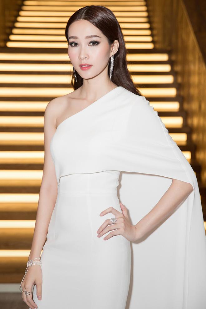 Lâu lâu mới xuất hiện, Hoa hậu Thu Thảo khiến nhiều người bất ngờ với diện mạo mới - Ảnh 1.