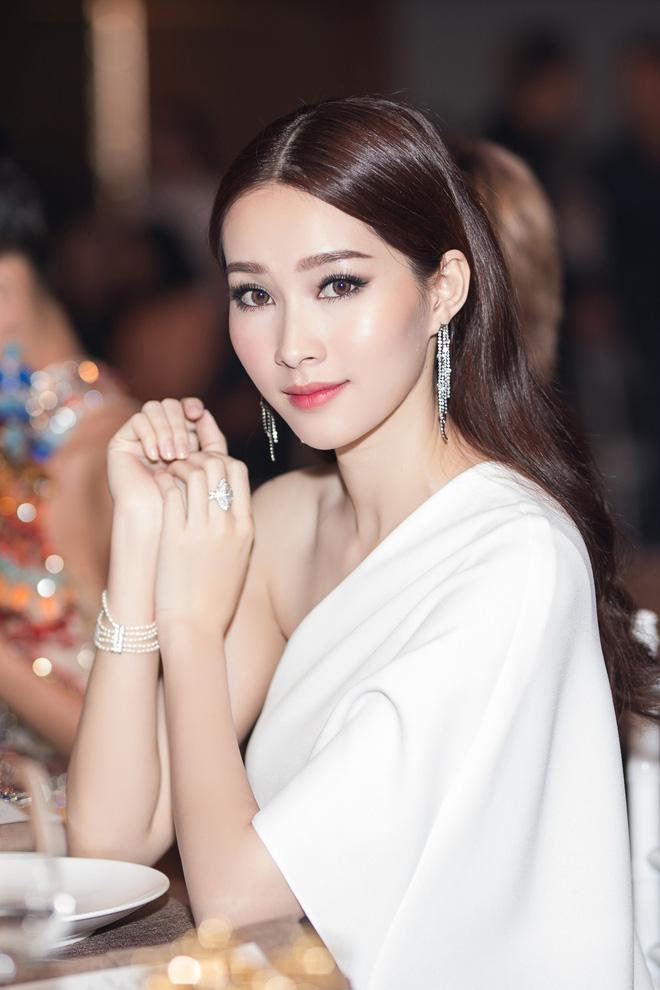 Lâu lâu mới xuất hiện, Hoa hậu Thu Thảo khiến nhiều người bất ngờ với diện mạo mới - Ảnh 2.