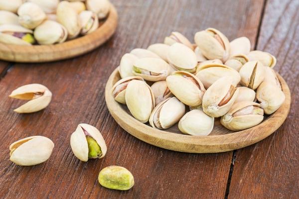 Nhà nào cũng ăn 3 loại hạt này ngày Tết mà không biết tác hại của chúng với sức khỏe - Ảnh 1.