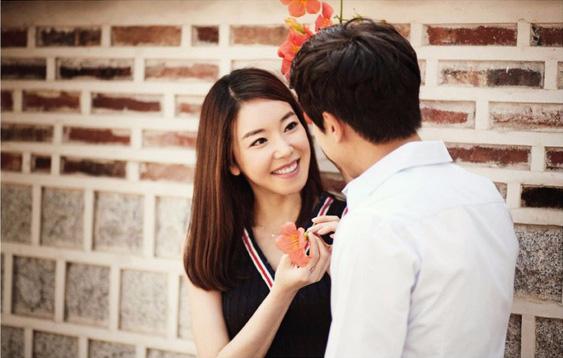 '. Đàn ông hay đàn bà cưới nhau rồi cũng phải đều đặn hẹn hò với người này .'