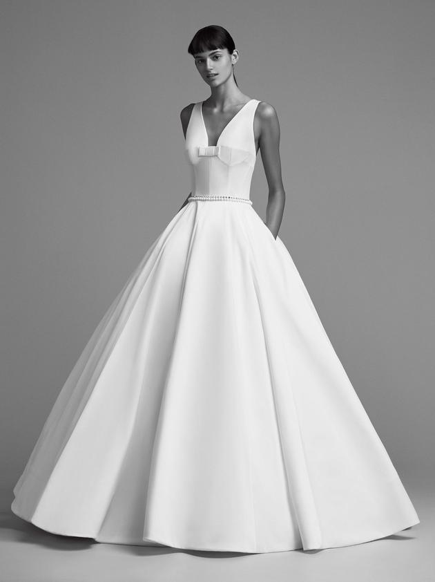 Nhìn lại 4 lần khoác lên mình bộ váy cưới và dự đoán chiếc váy mà Song Hye Kyo sẽ chọn mặc ngày 31 này  - Ảnh 14.