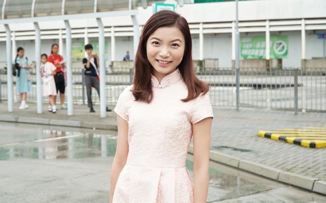 Thí sinh Hoa hậu Hong Kong 2017 vừa xấu, vừa lộ vai thô, chân to - Ảnh 2.