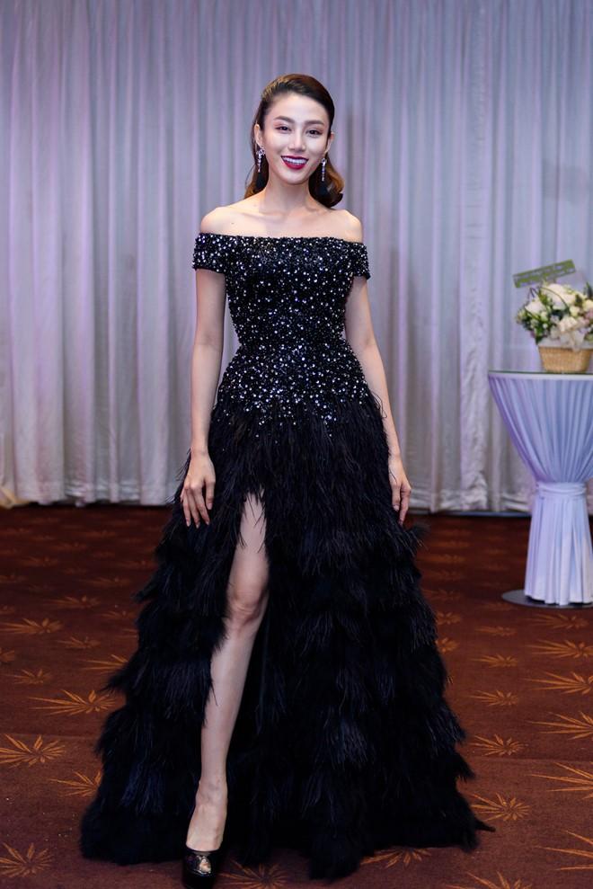 Vừa ồn ào chuyện dao kéo, Hoa hậu Đại dương lại đụng hàng váy áo với loạt người đẹp  - Ảnh 3.
