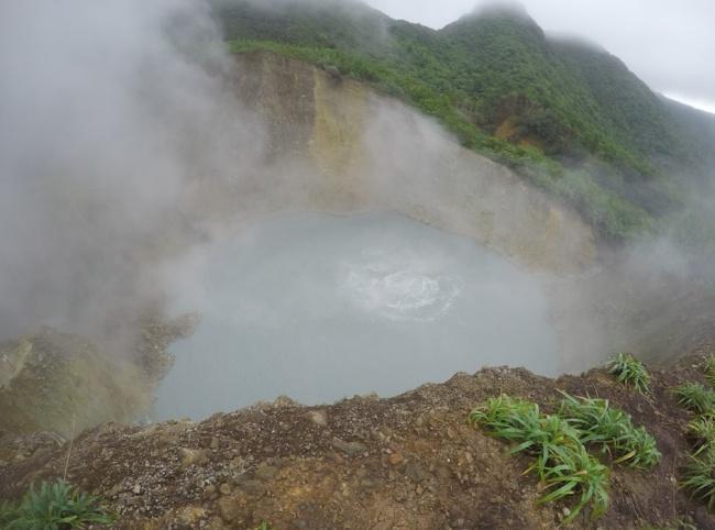 Những hồ nước tưởng đẹp hiền hòa mà ẩn chứa mối nguy hiểm đáng sợ - Ảnh 5.