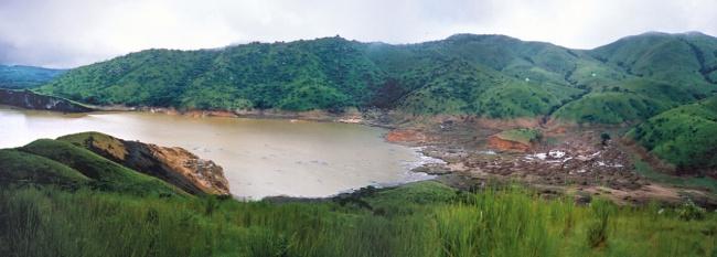 Những hồ nước tưởng đẹp hiền hòa mà ẩn chứa mối nguy hiểm đáng sợ - Ảnh 6.