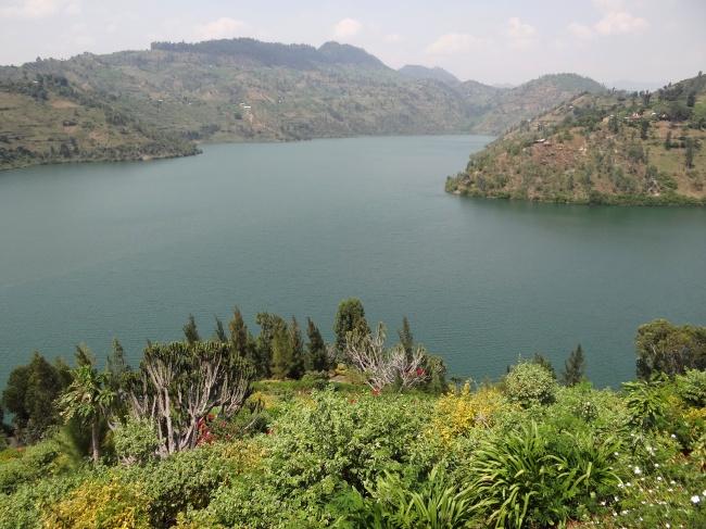 Những hồ nước tưởng đẹp hiền hòa mà ẩn chứa mối nguy hiểm đáng sợ - Ảnh 9.