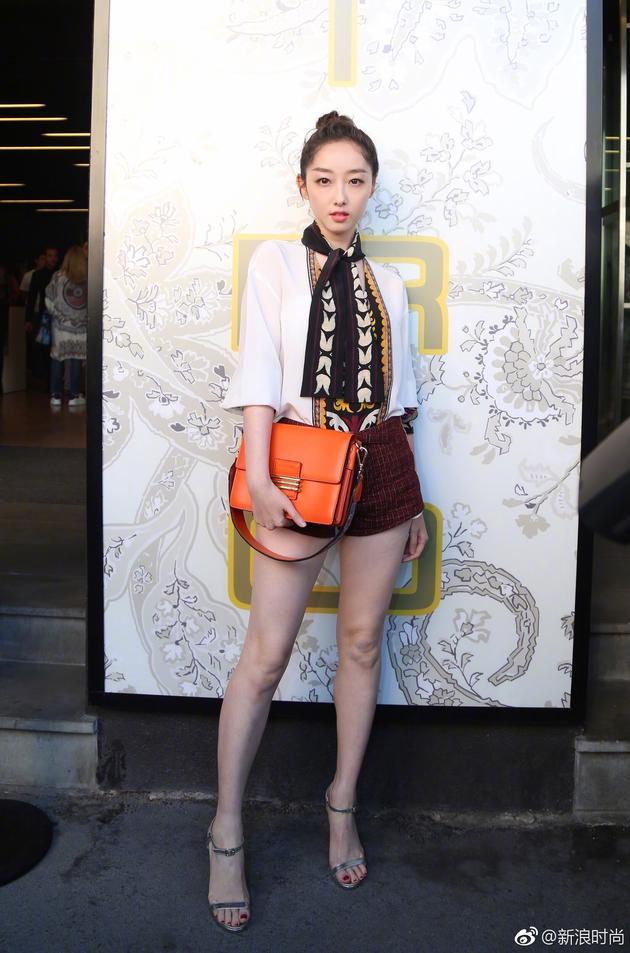 Lưu Thi Thi diện đồ ngầu, để tóc ngắn tua tủa nổi bật tại Tuần lễ thời trang Milan - Ảnh 8.