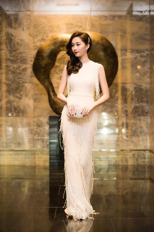 Đúng là chỉ có những thiết kế của Lê Thanh Hòa mới giúp Thu Thảo toả sáng - Ảnh 11.